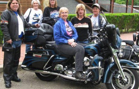 מחממות מנועים: הנשים מתכוננות לקראת יום הרוכבת הבינלאומי