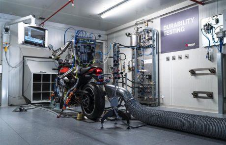 צפו: הרובוט של אקרפוביץ' בודק לכם את האגזוז