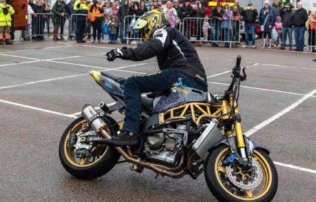 שיא גינס חדש לסיבוב במקום על גבי אופנוע