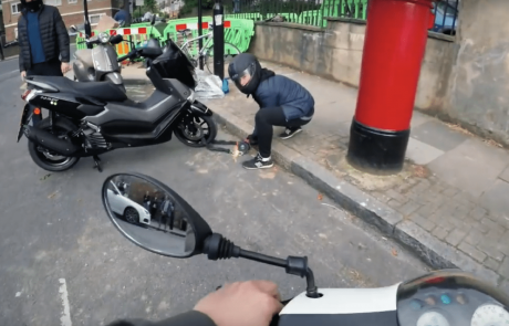 אפשר גם אחרת: ראש עיריית לונדון נגד גניבות אופנועים