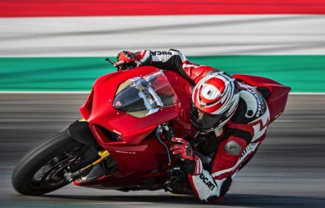 MCN מכריז: דוקאטי פאניגאלה V4 הוא האופנוע החזק והמהיר בעולם